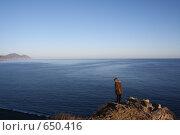 Купить «Человек на берегу моря», фото № 650416, снято 4 января 2009 г. (c) Вальченко Любовь / Фотобанк Лори