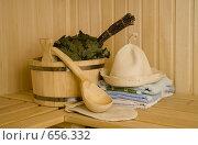 Купить «Деревянная кадка с ковшиком и банными принадлежностями», фото № 656332, снято 11 августа 2007 г. (c) Алексей Кузнецов / Фотобанк Лори