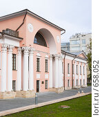Купить «Московский особняк XVIII века», фото № 658052, снято 28 сентября 2008 г. (c) urchin / Фотобанк Лори
