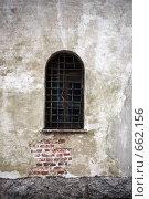Окно в старом замке (2008 год). Редакционное фото, фотограф Илларионов Андрей / Фотобанк Лори