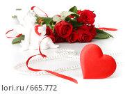 Купить «Сердечко, купидон и букет красных роз на белом фоне. День святого Валентина», фото № 665772, снято 16 августа 2008 г. (c) Мельников Дмитрий / Фотобанк Лори