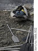 Купить «Байдарка на берегу», фото № 666932, снято 13 июня 2008 г. (c) Елена Прокопова / Фотобанк Лори