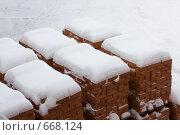 Кирпичи под снегом. Стоковое фото, фотограф Евгений Булатов / Фотобанк Лори