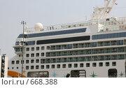 Передняя часть пассажирского корабля республики Панама. Стоковое фото, фотограф tyuru / Фотобанк Лори