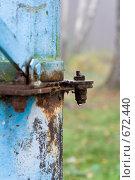 Купить «Капелька на болте ржавой колонки», фото № 672440, снято 24 октября 2008 г. (c) Андрей Рыбачук / Фотобанк Лори