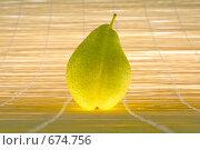 Светящаяся груша. Стоковое фото, фотограф Светлана Архи / Фотобанк Лори
