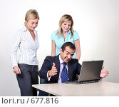 Купить «Коллеги: молодые бизнесмены в офисе. Приятные новости!», фото № 677816, снято 21 июля 2007 г. (c) Владимир Мельник / Фотобанк Лори