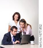 Купить «Коллеги: молодые бизнесмены в офисе», фото № 677852, снято 21 июля 2007 г. (c) Владимир Мельник / Фотобанк Лори