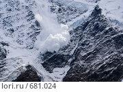 Купить «Снежная лавина на горном склоне», фото № 681024, снято 25 сентября 2008 г. (c) Борис Панасюк / Фотобанк Лори