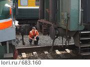 Стыковка локомотива с вагонами (2008 год). Редакционное фото, фотограф Елена Лавренова / Фотобанк Лори