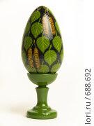 Цветное пасхальное яйцо на белом фоне. Стоковое фото, фотограф Юрий Пономарёв / Фотобанк Лори