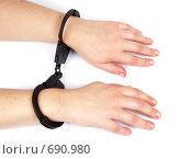 Женские руки в наручниках. Стоковое фото, фотограф Олег Колташев / Фотобанк Лори