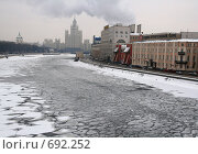Купить «Лёд на Москве-реке», фото № 692252, снято 7 февраля 2009 г. (c) АЛЕКСАНДР МИХЕИЧЕВ / Фотобанк Лори