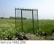 Голландский стиль. Забор в поле. Стоковое фото, фотограф Murat Valiev / Фотобанк Лори