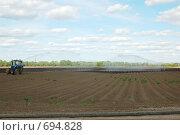 Купить «Сельское хозяйство - полив и удобрение», фото № 694828, снято 11 июня 2007 г. (c) Михаил Белков / Фотобанк Лори