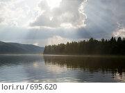 Купить «Пейзаж с лучами солнца», фото № 695620, снято 11 июля 2008 г. (c) Максим Стриганов / Фотобанк Лори