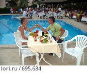 Ужин в открытом ресторане отеля (2008 год). Редакционное фото, фотограф Алексей Стоянов / Фотобанк Лори