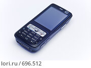 Черный мобильный телефон на белом фоне. Стоковое фото, фотограф Илья Лавриненко / Фотобанк Лори