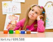 Купить «Девочка рисует красками», фото № 699588, снято 9 ноября 2008 г. (c) Алексей Кузнецов / Фотобанк Лори