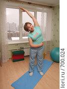Купить «Девушка занимается гимнастикой», фото № 700024, снято 12 февраля 2009 г. (c) Бондаренко Олеся / Фотобанк Лори