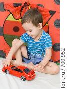 Купить «Мальчик играет в машинку», фото № 700952, снято 12 февраля 2009 г. (c) Михаил Павлов / Фотобанк Лори