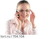 Купить «Деловая девушка разговаривает по мобильному телефону», фото № 704104, снято 24 января 2009 г. (c) Наталья Белотелова / Фотобанк Лори