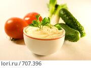Купить «Майонез и овощи на белом», фото № 707396, снято 23 апреля 2007 г. (c) Диана Должикова / Фотобанк Лори
