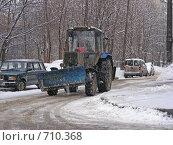 Купить «Трактор убирает снег», эксклюзивное фото № 710368, снято 18 февраля 2009 г. (c) lana1501 / Фотобанк Лори