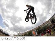 Купить «Велосипедист в прыжке», фото № 715500, снято 24 августа 2008 г. (c) Александр Подшивалов / Фотобанк Лори