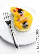 Купить «Фруктовое пирожное», фото № 716500, снято 19 февраля 2009 г. (c) Сергей Старуш / Фотобанк Лори