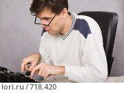 Купить «Писатель», фото № 718420, снято 21 октября 2007 г. (c) Коваль Василий / Фотобанк Лори