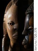 Деревянные фигуры мужчины и женщины. Стоковое фото, фотограф Брысин Константин / Фотобанк Лори