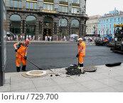 Купить «Укладка асфальта», фото № 729700, снято 13 июля 2008 г. (c) Светлана Кудрина / Фотобанк Лори