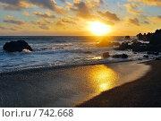 Купить «Океанский закат в Лос Хервидеросе, Лансароте, Канарские острова, Испания», фото № 742668, снято 23 июня 2008 г. (c) Знаменский Олег / Фотобанк Лори