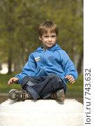 Купить «Ребенок, сидящий в позе лотоса», фото № 743632, снято 26 мая 2018 г. (c) Алексей Ведерников / Фотобанк Лори