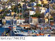 Греческий остров Сими: солнечный пейзаж с яхтами (2007 год). Редакционное фото, фотограф Ирина Рубанова / Фотобанк Лори