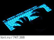 Купить «Светящаяся клавиатура и руки», фото № 747388, снято 6 марта 2009 г. (c) Александр Катайцев / Фотобанк Лори