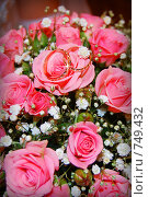 Купить «Свадебные кольца на фоне букета», фото № 749432, снято 8 ноября 2008 г. (c) Скуратов Алексей / Фотобанк Лори