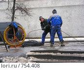 Купить «Работы по прокладке кабеля на Новослободской улице. Москва», эксклюзивное фото № 754408, снято 22 февраля 2008 г. (c) lana1501 / Фотобанк Лори
