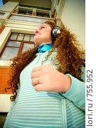 Купить «Девушка в наушниках», фото № 755952, снято 21 сентября 2008 г. (c) BestPhotoStudio / Фотобанк Лори