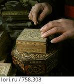 Купить «Руки мастера по шкатулкам», фото № 758308, снято 22 января 2009 г. (c) Анна Мегеря / Фотобанк Лори