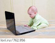 Купить «Девочка за игрой с ноутбуком», фото № 762956, снято 16 июня 2019 г. (c) Александр Fanfo / Фотобанк Лори