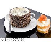 Купить «Оригинально декорированная чашка с горячим кофе,бутерброд с красной икрой», фото № 767184, снято 2 января 2009 г. (c) Vitas / Фотобанк Лори