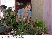Купить «Девушка опрыскивает комнатные растения», фото № 773332, снято 21 марта 2009 г. (c) Яков Филимонов / Фотобанк Лори
