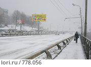 Купить «Пробки в снегопад (Владивосток)», фото № 778056, снято 13 февраля 2009 г. (c) Елена Климовская / Фотобанк Лори