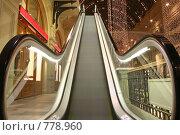 Купить «Эскалатор в магазине», фото № 778960, снято 8 апреля 2020 г. (c) Losevsky Pavel / Фотобанк Лори