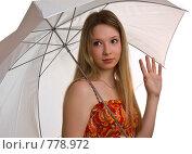 Купить «Портрет красивой девушки с зонтом», фото № 778972, снято 29 марта 2009 г. (c) Виктория Кириллова / Фотобанк Лори