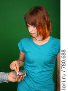Купить «Девушка тушит сигарету в пепельнице», фото № 780688, снято 12 декабря 2018 г. (c) Losevsky Pavel / Фотобанк Лори