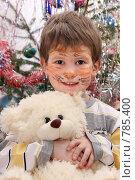 Купить «Мальчик с аквагримом под новогодней елкой», фото № 785400, снято 18 января 2009 г. (c) Юлия Кузнецова / Фотобанк Лори