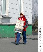 Купить «Прохожая с афишей», фото № 789432, снято 4 апреля 2009 г. (c) RedTC / Фотобанк Лори